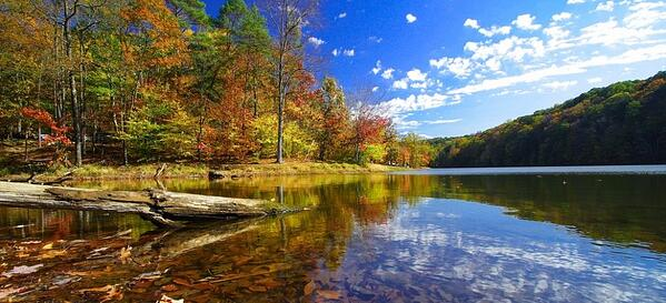 fall picture of a lake in brown county, indiana